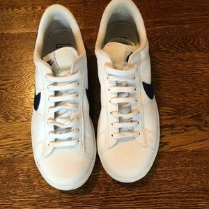Nike white sneakers. Size 7 men's/9 women's